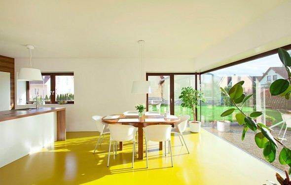 Яркая солнечная кухня с желтым
