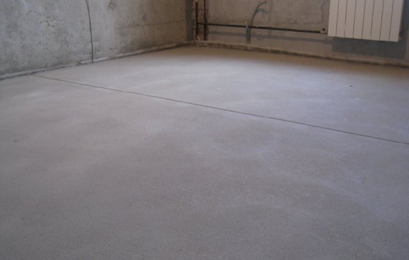 Как выровнять бетонный пол