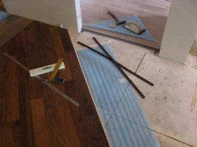 Плити OSB для вирівнювання дерев'яної підлоги під ламінат