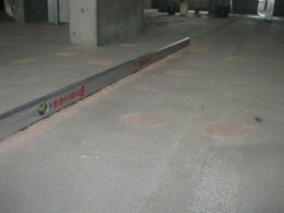 Вирівнювання підлоги за допомогою маяків